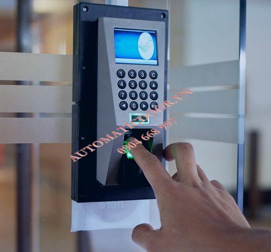 Hệ thống kiểm soát truy cập hoạt động như thế nào ?