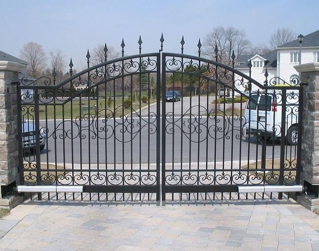 Mẫu cổng mở hai cánh châu âu