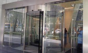 Cửa xoay tròn tự động tòa nhà thương mại