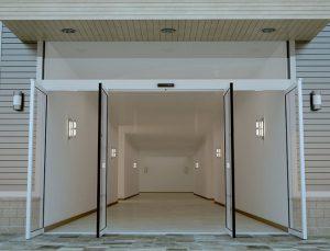 cửa mở siêu phẳng