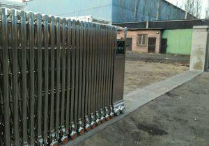 Lắp đặt cổng xếp inox tự động nhà máy xí nghiệp