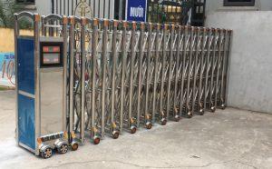 Mẫu cổng xếp Inox tự động công ty