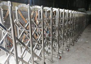 Mẫu cổng xếp inox thông dụng nhất trên thị trường