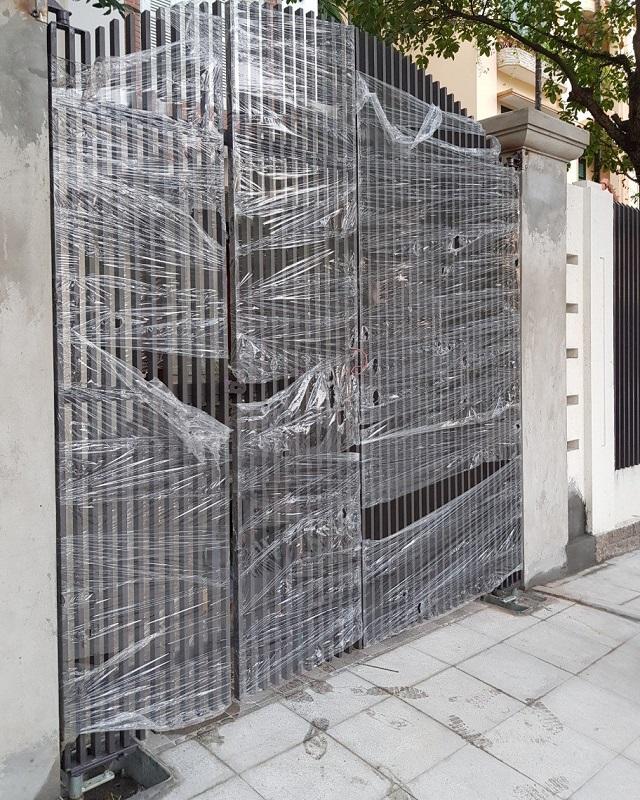Bộ cổng sắt sử dụng motor âm sàn