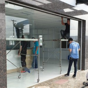 Cửa kính tự động phòng khám