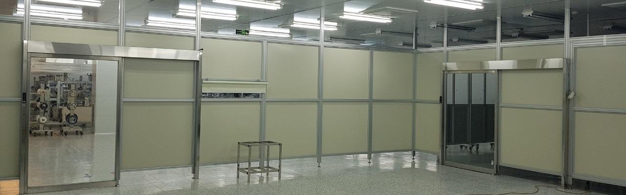 Hai bộ cửa tự động trong nhà máy
