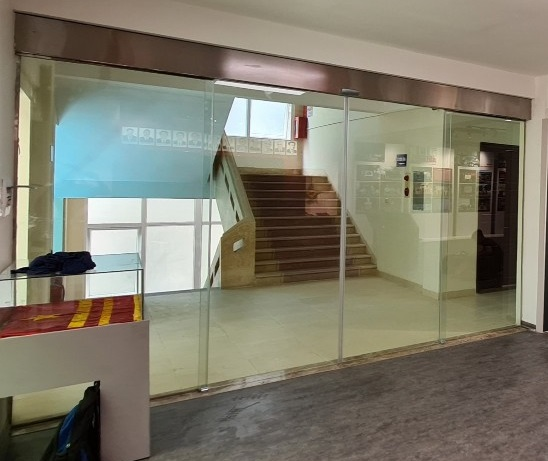 cửa kính lùa 2 cánh tự động công ty