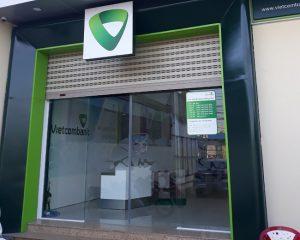 cửa kính tự động ngân hàng vietcombank