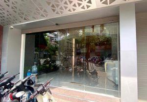cửa lùa tự động văn phòng công ty bất động sản