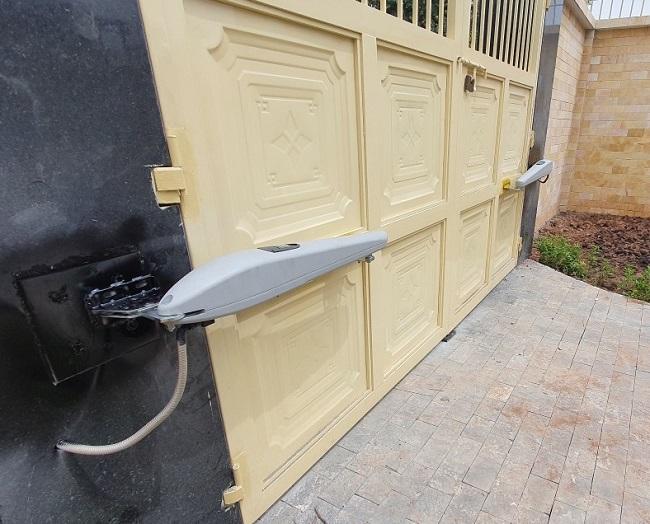 Làm sao để mở cổng tự động khi bị mất điện?