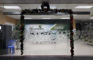 Cửa tự động ngân hàng Vietcombank