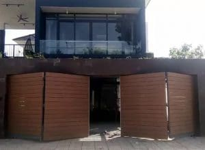 Gắn mô tơ âm sàn thủy lực cổng gỗ 4 cánh