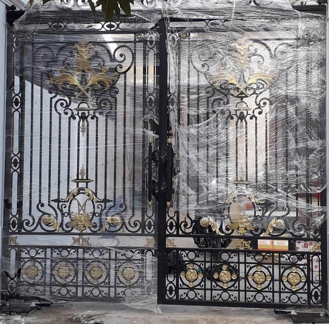 Sự khác biệt giữ cửa cổng sắt rèn và đúc
