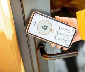 Ổ khóa thông minh mở cửa bằng điện thoại