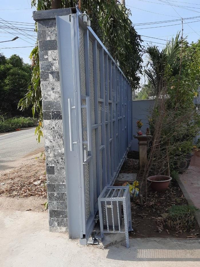 Cửa cổng biệt thự nên làm bằng vật liệu nào?
