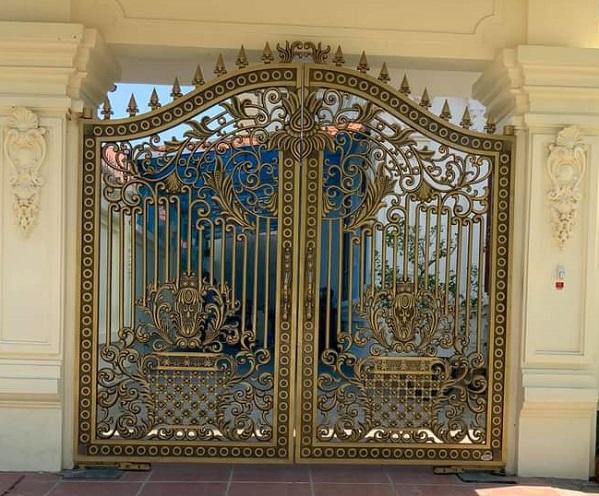 Nhận làm cửa cổng lan can nhôm đúc biệt thự