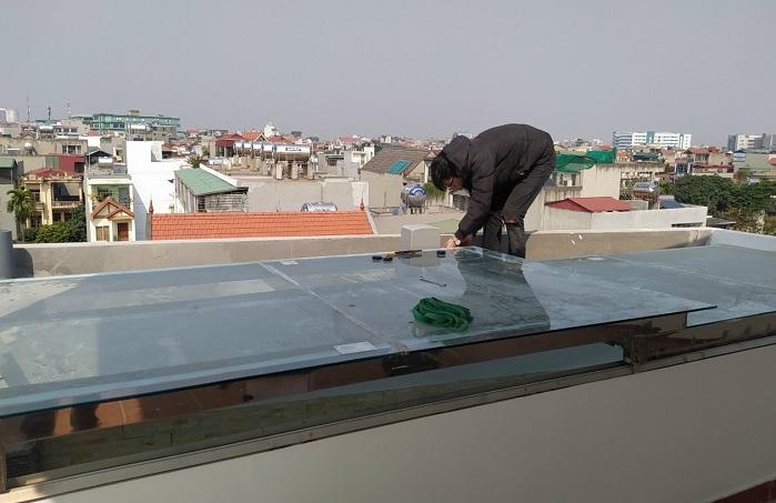 Chi phí làm mái kính nhà tự động bao nhiêu?