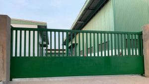 cổng lùa không ray nhà máy