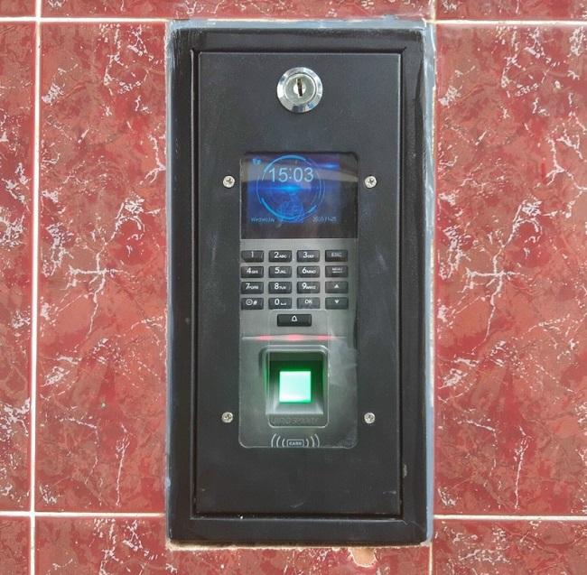 Ráp thiết bị kiểm soát truy cập dân dụng và thương mại