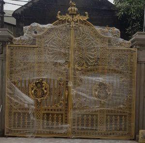 ráp cổng nhôm đúc biệt thự sân vườn
