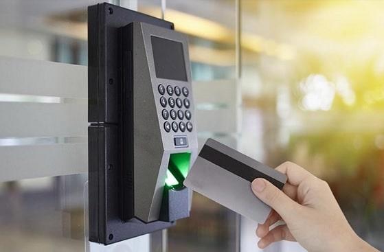 Chi phí lắp đặt khóa thông minh đóng mở cửa cổng