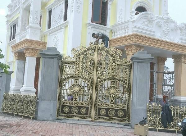 Chọn cổng sắt hay cổng inox cho biệt thự?