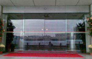 cửa kính tự động tòa nhà