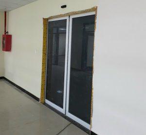 cửa khung nhôm tự động