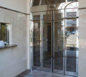 cửa khung viền inox bóng gương