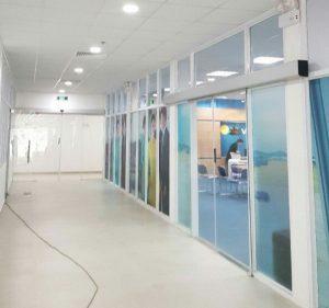 Cửa hành lang tự động tòa nhà