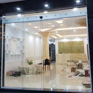 cửa kính lùa 2 cánh showroom yamaha