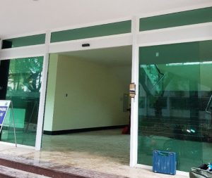 Cửa kính lùa tự động chung cư
