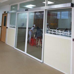 Cửa nhôm kính tự động bệnh viện