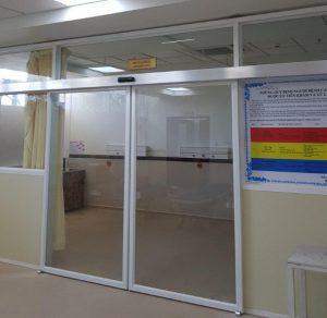 Cửa nhôm kính tự động cơ sở y tế