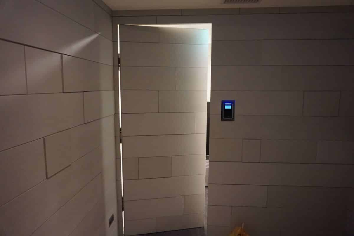 Cửa tự động phòng bí mật trong văn phòng công ty