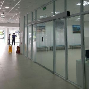 Cửa tự động văn phòng trong tòa nhà