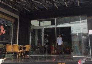 Làm cửa kính tự động quán cafe