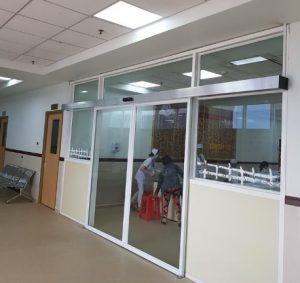 Ráp cửa kính khung nhôm bệnh viện