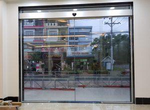 cửa mặt tiền tự động cửa hàng