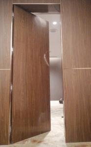 cửa mở xoay 1 cánh phóng bí mật