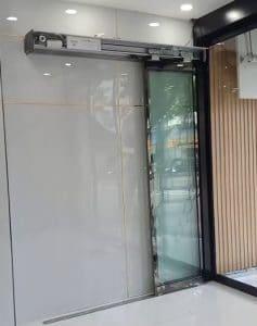 cửa nhôm kính viền mỏng xếp lớp